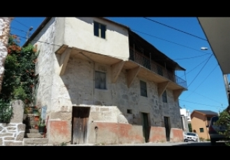 Moradia para reabilitar em zona rural de Lamego
